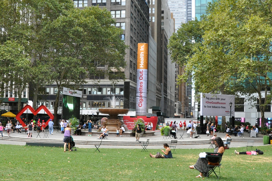 Bryant Park, NY / Custom Self-Erecting Tower System and Terratrak Ground Cover