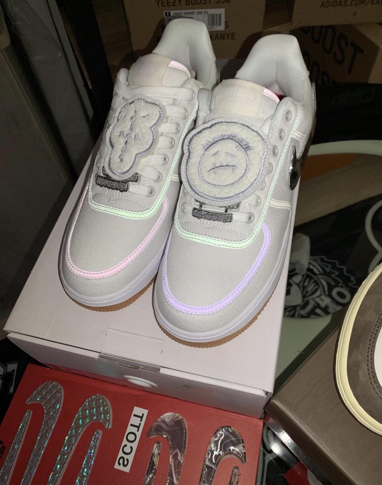 Nike - $600 - Size 9
