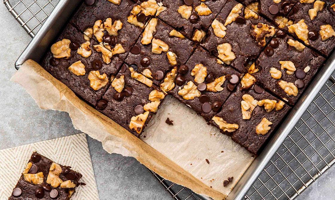 Keto Double-Chocolate Brownies & Walnuts