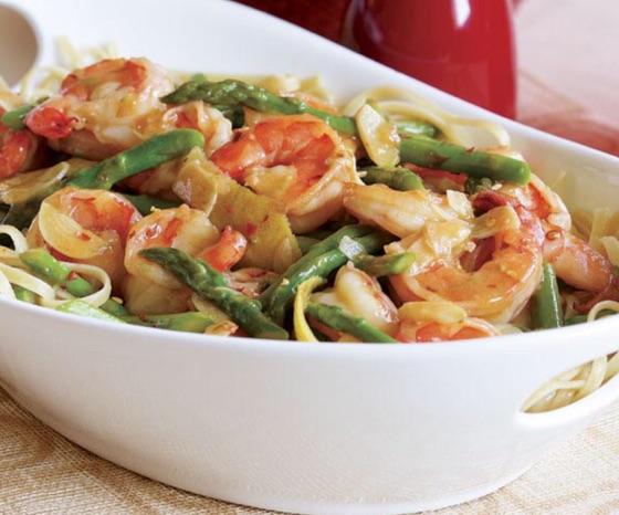 Hot Garlicky Shrimp With Asparagus & Lemon