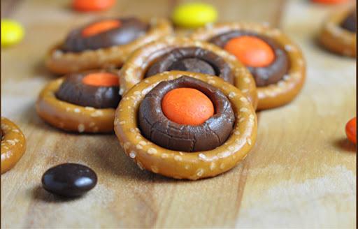 Halloween Pretzel-Chocolate Bites