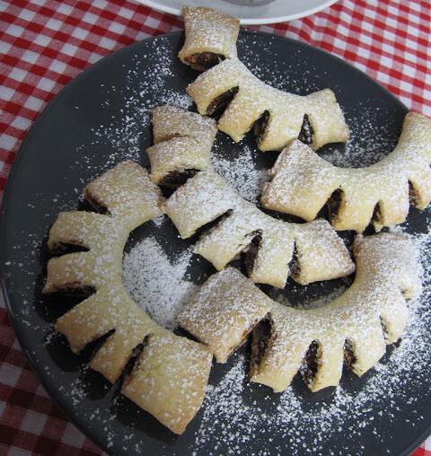 Cuddureddi (Sicilian Fig Cookies)