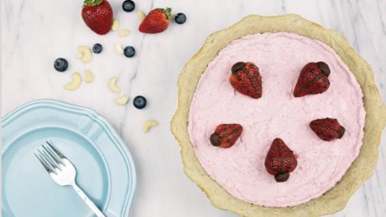 Retro Strawberry Ice Cream Pie