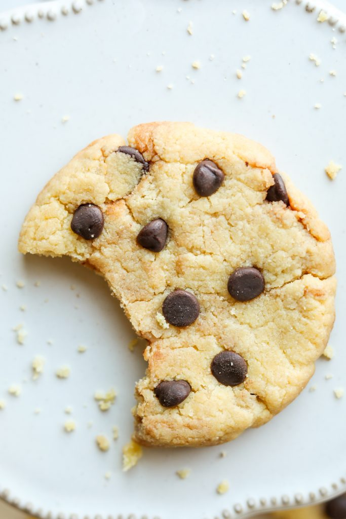 1 Minute Keto Chocolate Chip Cookies (Low Carb, Keto)
