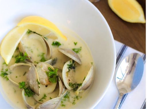 Steamed Clams In Wine Butter Sauce