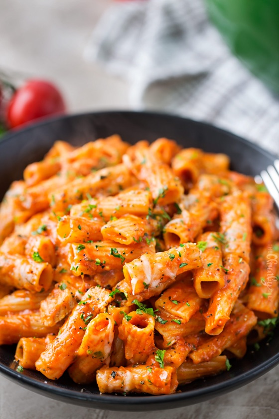One Pot Chicken Parmesan Pasta – The Chunky Chef