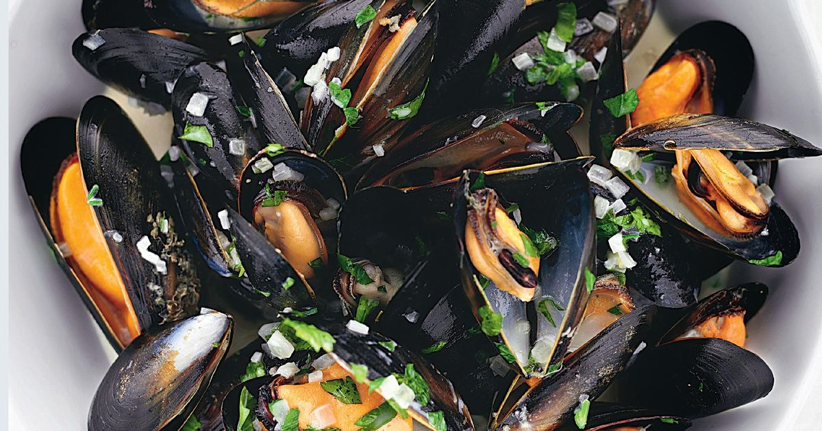 Rick Stein's Moules Marinière With Cream, Garlic And Parsley