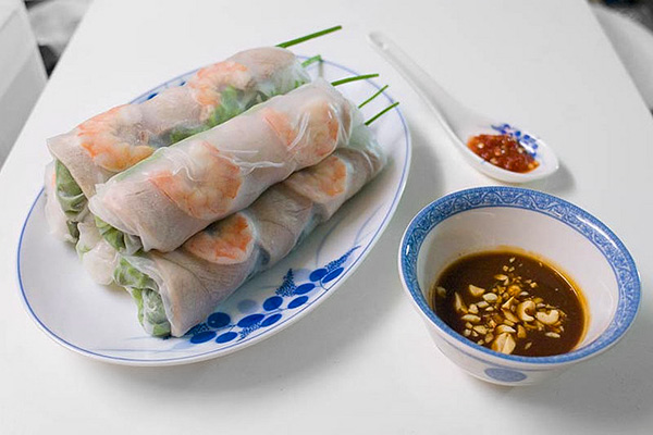 Vietnamese Spring Rolls Recipe (Gỏi Cuốn) W/ Peanut Dipping Sauce