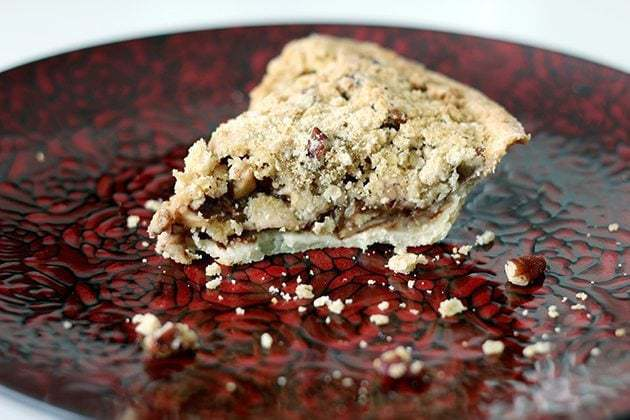 Apple Oatmeal Crumble Pie - The Kitchen Magpie