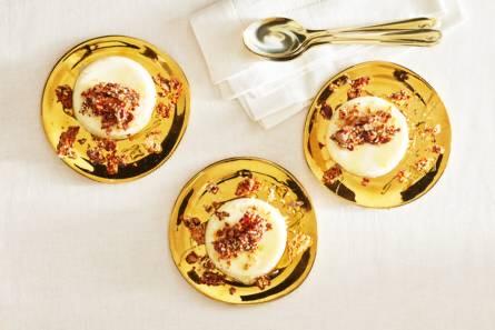 Panna cotta met gezouten honing-notencrumble