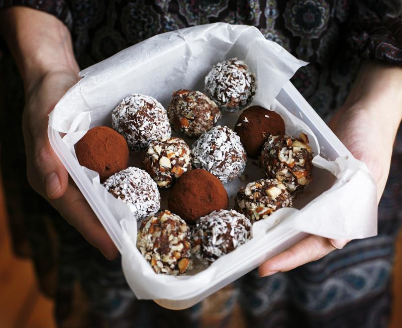 Seven Minute Choco-Almond Truffles