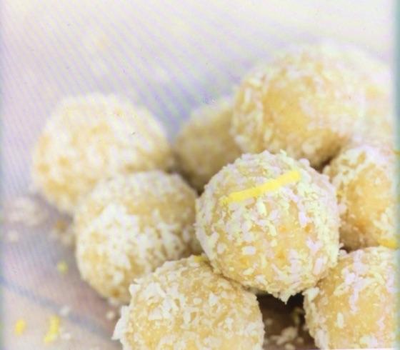 Lemon Cheesecake Bombs