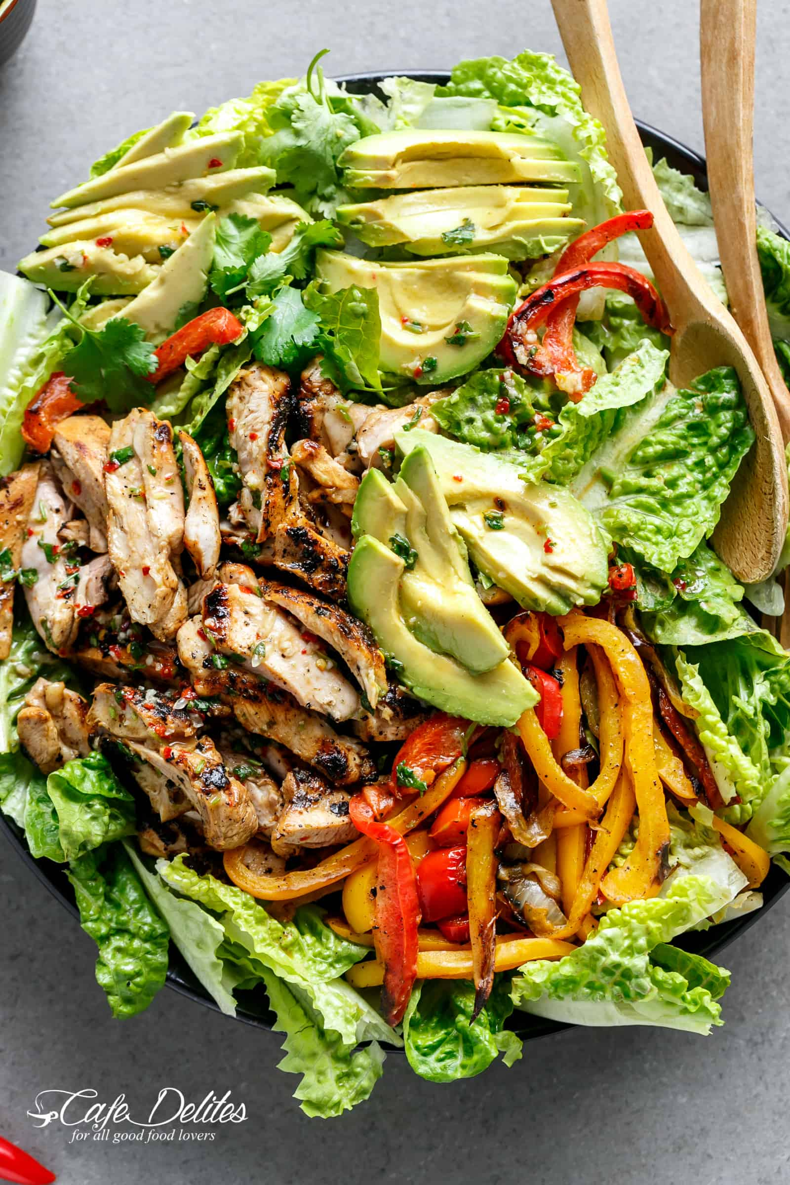 Grilled Chili Lime Chicken Fajita Salad (+ Video) - Cafe Delites
